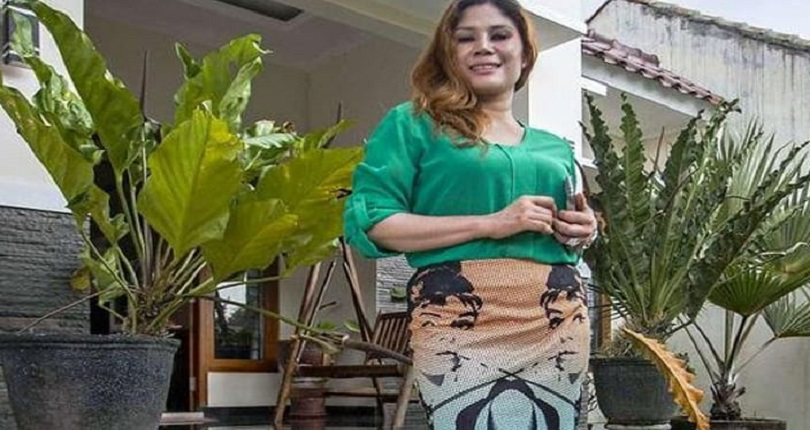viuda en Indonesia vende casa y se casa